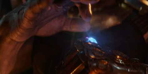 Avengers-Infinity-War-Thanos-Adds-Space-Stone-to-the-Infinity-Gauntlet